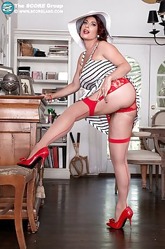 Busty Goldie Blair
