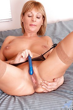 Hot MILF wants To Get Off